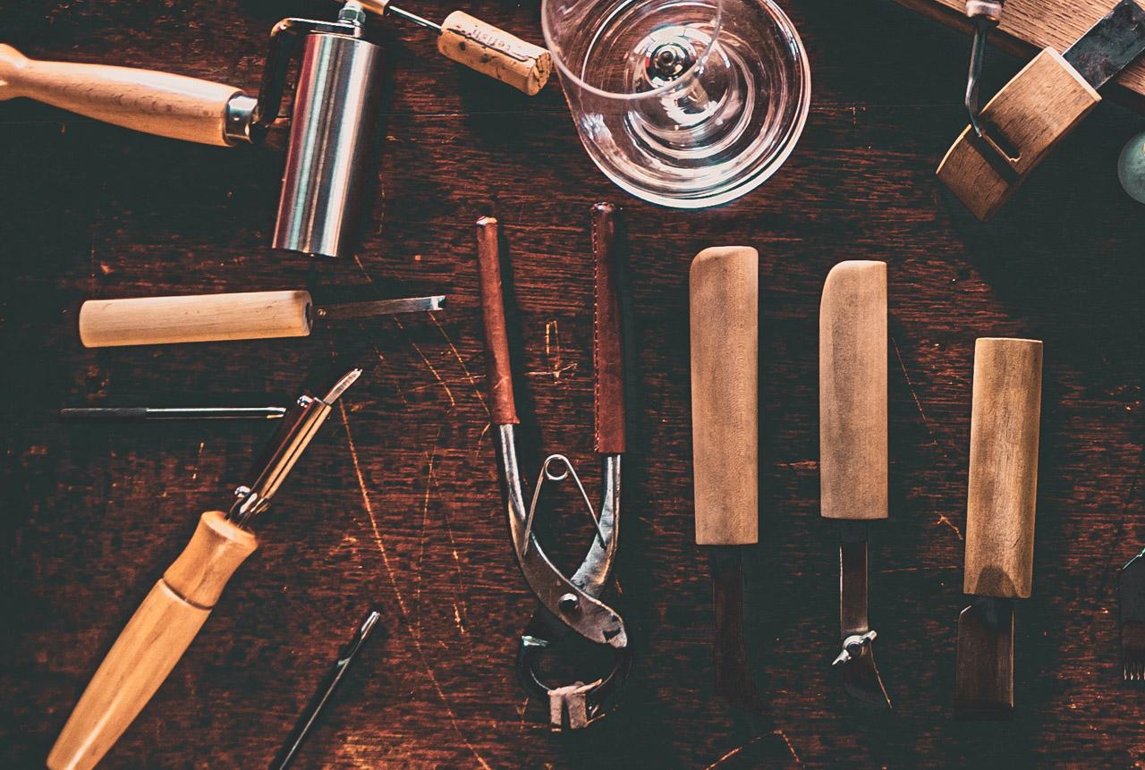 革と革を貼る圧着道具の使い分け方