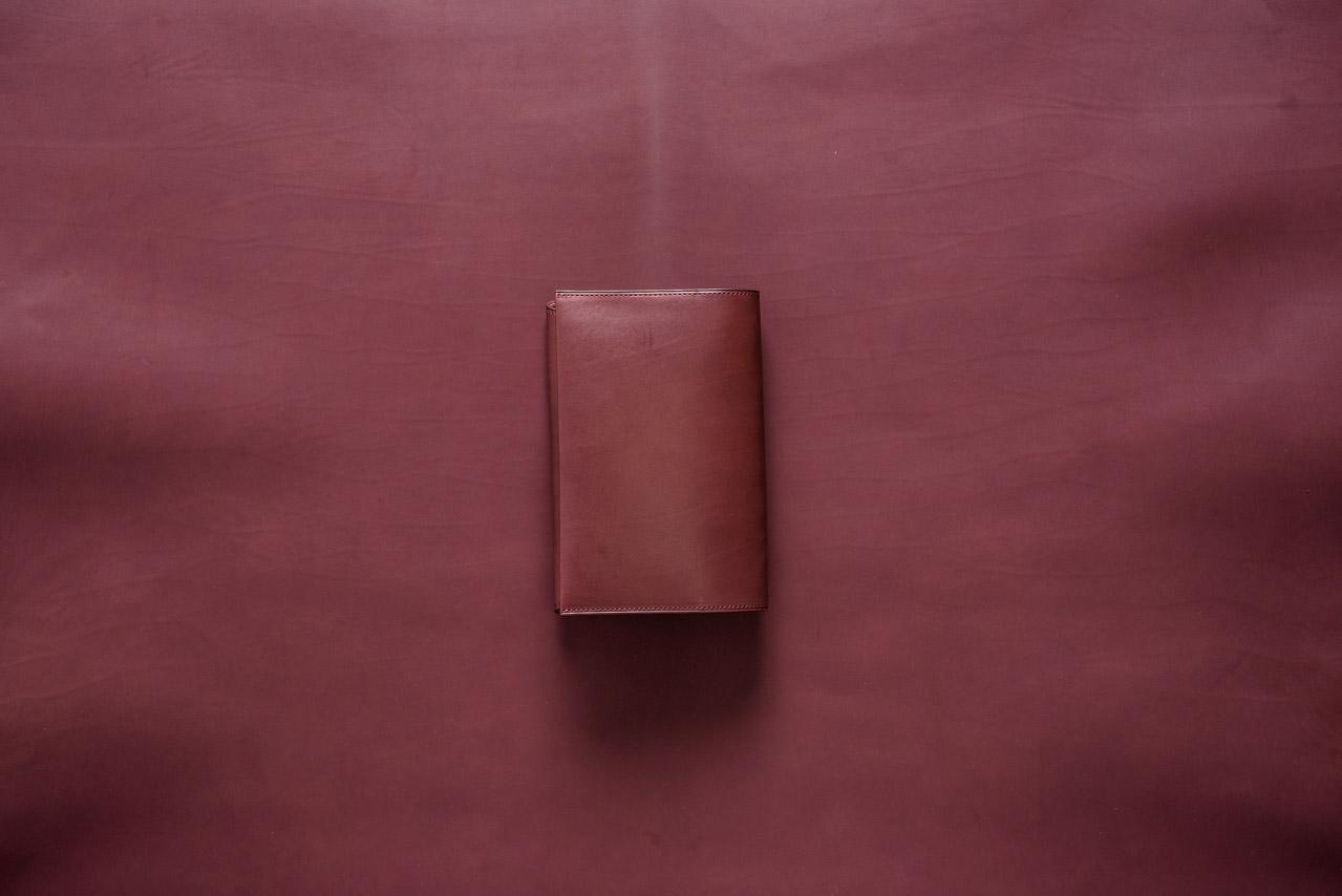 イタリアのカーフレザーを使ったブックカバー