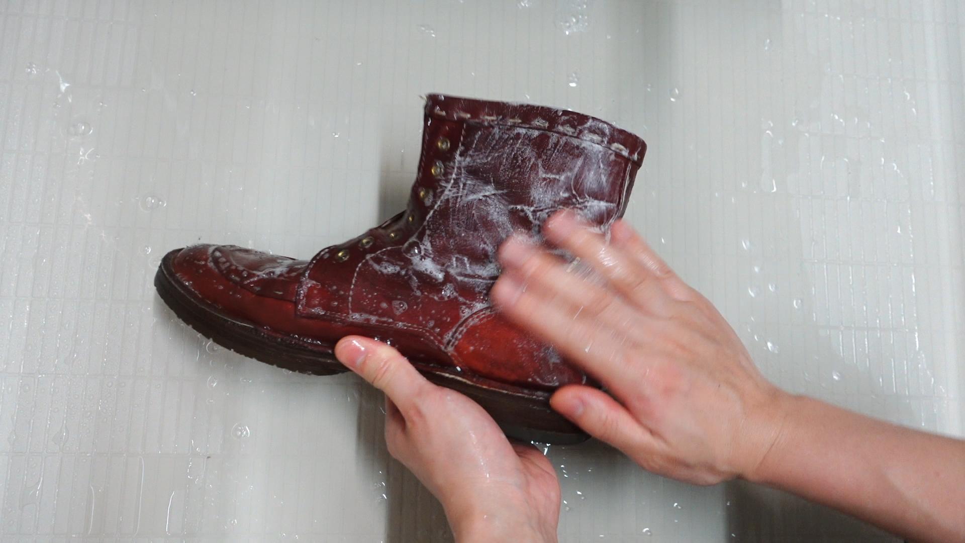 ブーツをシャンプー